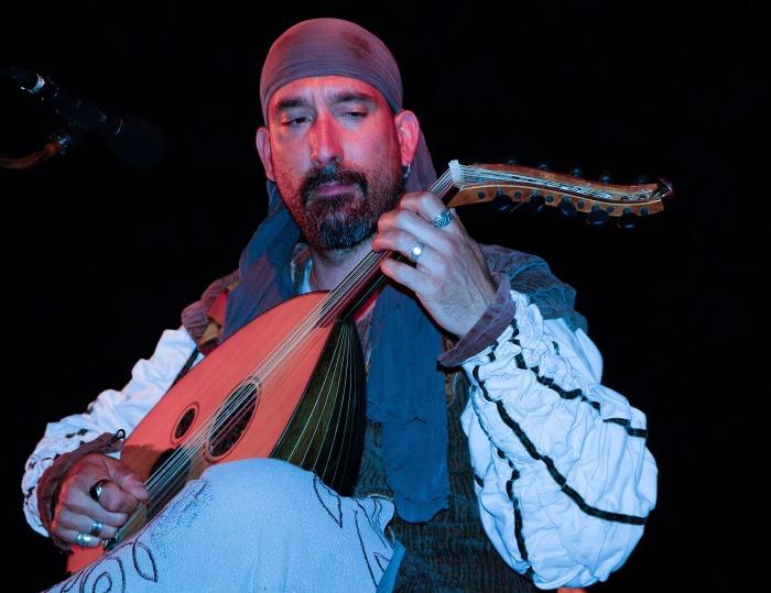 https://pixabay.com/en/musician-mandolin-artist-troubadour-752818/