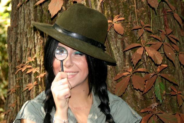 https://pixabay.com/en/girl-explorer-magnifier-hats-930341/