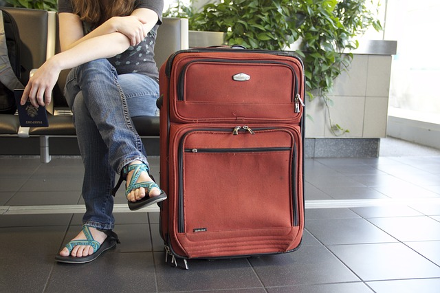 https://pixabay.com/en/travel-suitcase-airport-luggage-778338/
