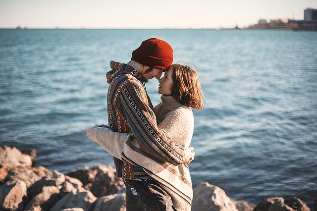https://pixabay.com/en/couple-happy-man-love-romance-hug-1329349/