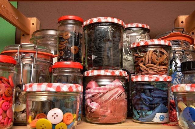 https://pixabay.com/en/screw-cap-glasses-collect-1931743/