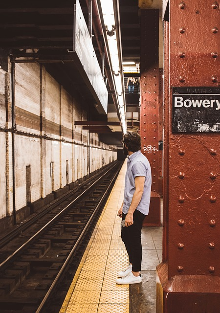 https://pixabay.com/en/subway-platform-station-bowery-1031313/